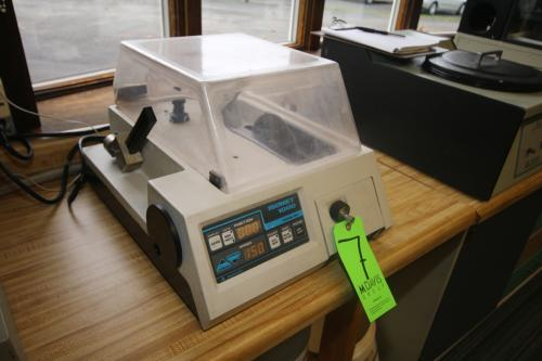Isomet 1000 Precision Wafering Saw, Cat No. 11-2180, S/N 495-IPS-0123, 85-264 Volts, with Safety Enclosure