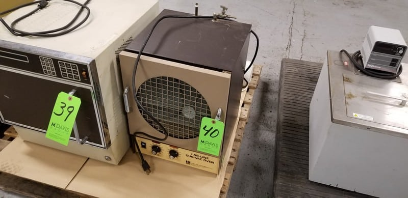Lab-Line Duo-Vac Oven, Model 3620ST, S/N 128-109 includes Busch Vacuum Pump, Type RB004B1FS, S/N 0300460-2
