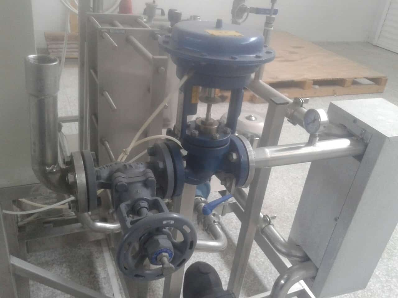 3,000 Liter/Hr Skid-Mounted Pasteurizer Equipped with (2) Centrifugal Pumps, S/S Balance Tank