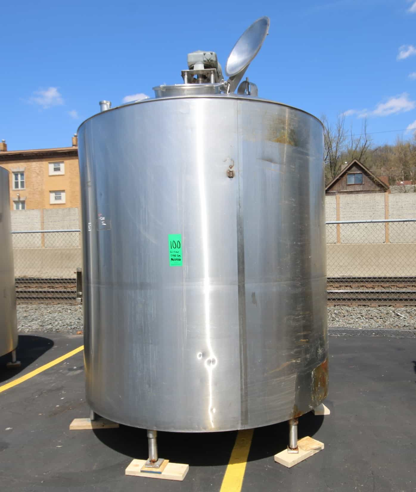 """Girton 1,500 Gal. Dome Top S/S Processor, Model PW-P-1500, S/N 72090504 with Bottom Sweep Agitator with 2 hp / 1725 RPM, Dual Sprayball, Baffle, Top Mounted Man Door, S/S Bottom, WP 100 psi Jacket, 208/230/480V 3 Phase, (Aprox. Overall Diam. 128"""" H x 88"""" W)"""
