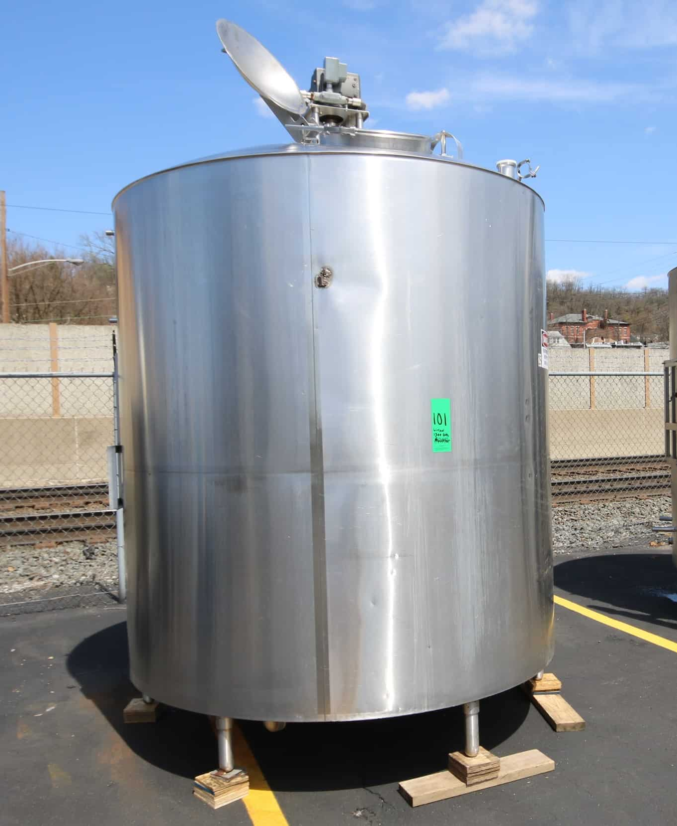 """Girton 1,500 Gal. Dome Top S/S Processor, S/N 72090505 with Bottom Sweep Agitator with 1 hp / 3/4 hp / 1225/1125 RPM, Dual Sprayball, Baffle, Top Mounted Man Door, S/S Bottom, WP 100 psi Jacket, 208/230/480V 3 Phase, (Aprox. Overall Diam. 125"""" H x 88"""" W)"""