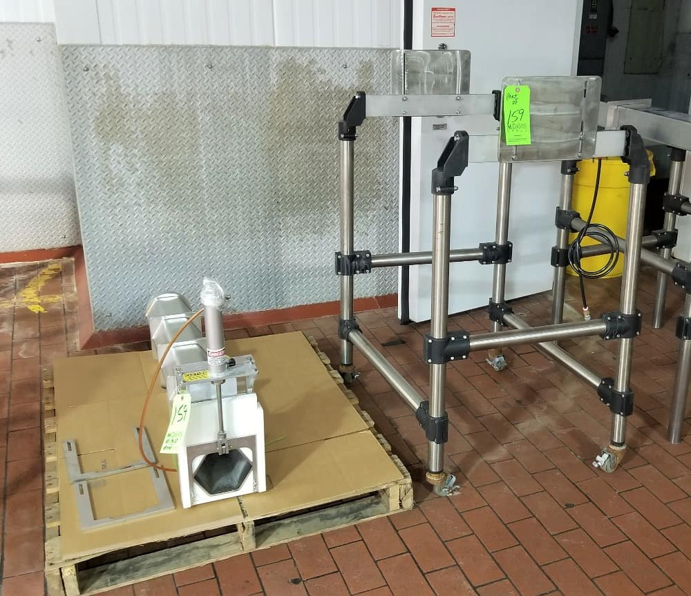 "Hexagon S/S Mold Press with Pneumatic Gate - Product Opening 6"" W x 5-1/4"" H"