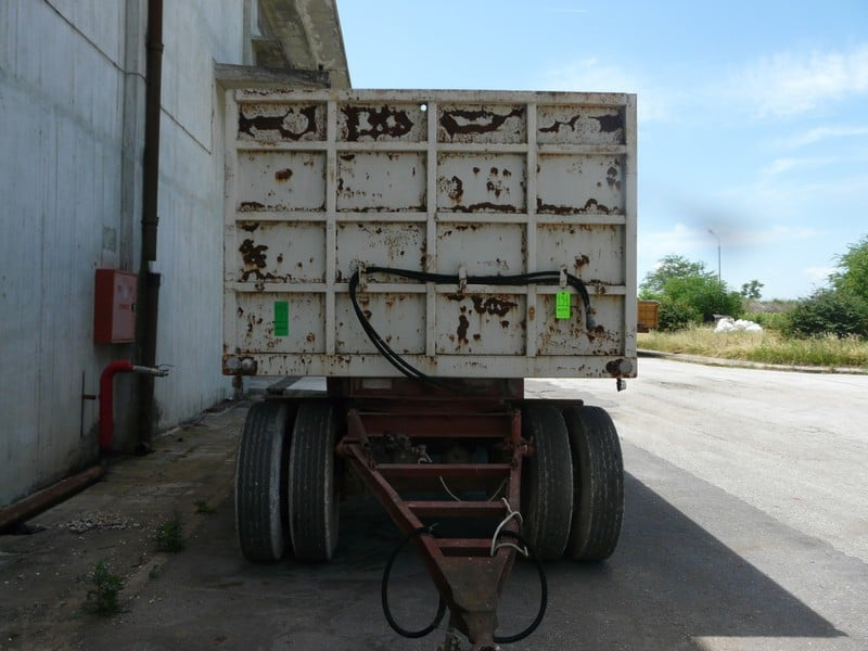 TRAILER TRUCK WITH LIFTING SYSTEM (Located in Greece - Platy) Greek Description: Συρόμενη καρότσα με ανατροπή (Lot#121)