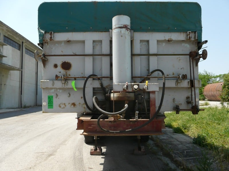 TRUCK WITH LIFTING FOR UNLOADING , SYSTEM FOR COVERING WITH CURTAIN (Located in Greece - Plati Imathias) Greek Description: ΕΠΙΚΑΘΗΜΕΝΗ ΚΑΡΟΤΣΑ ΜΕ ΑΝΑΤΡΟΠΗ, ΜΟΥΣΑΜΑΣ ΜΕ ΜΗΧΑΝΙΣΜΟ (Lot #26)