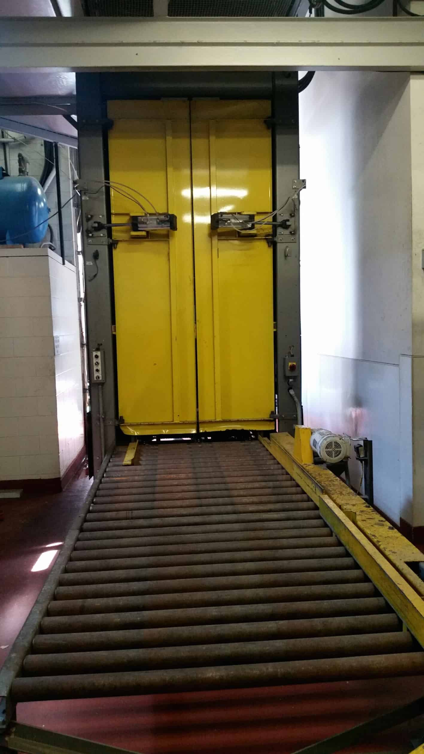 Wyard High-Level Bulk Depalletizer, Model BDA-02, S/N103619, Pallet Stacker, Previously Running 40x48 WCC Pallet, 8' Long Triple-Strand Dual Link Pallet Infeed Conveyor, Operator Station on Right Hand Side With Respect to Bottle Flow, Allen-Bradley SLC 5/04 Processor, (8) 160 VFDs, Panelview 1000 at Platform and (2) Yaskawa GPD 315 VFD