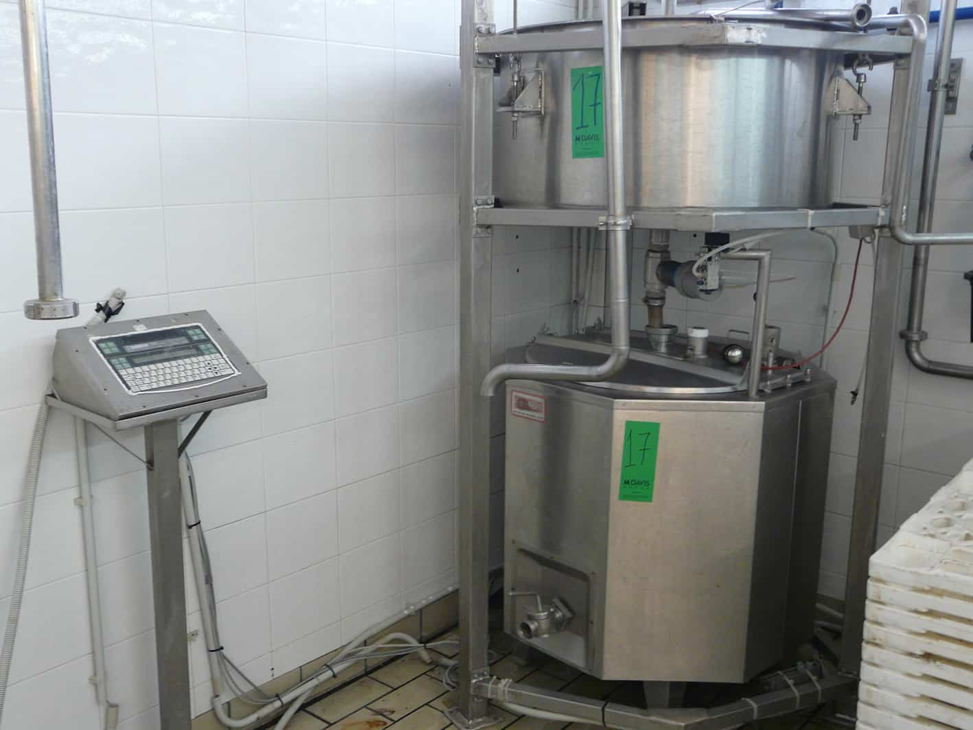 Measuring Tank Made By GEA NIRO HELLAS 150KG with Tank 300L, Y.O.M.: 2003 with Scales and Display