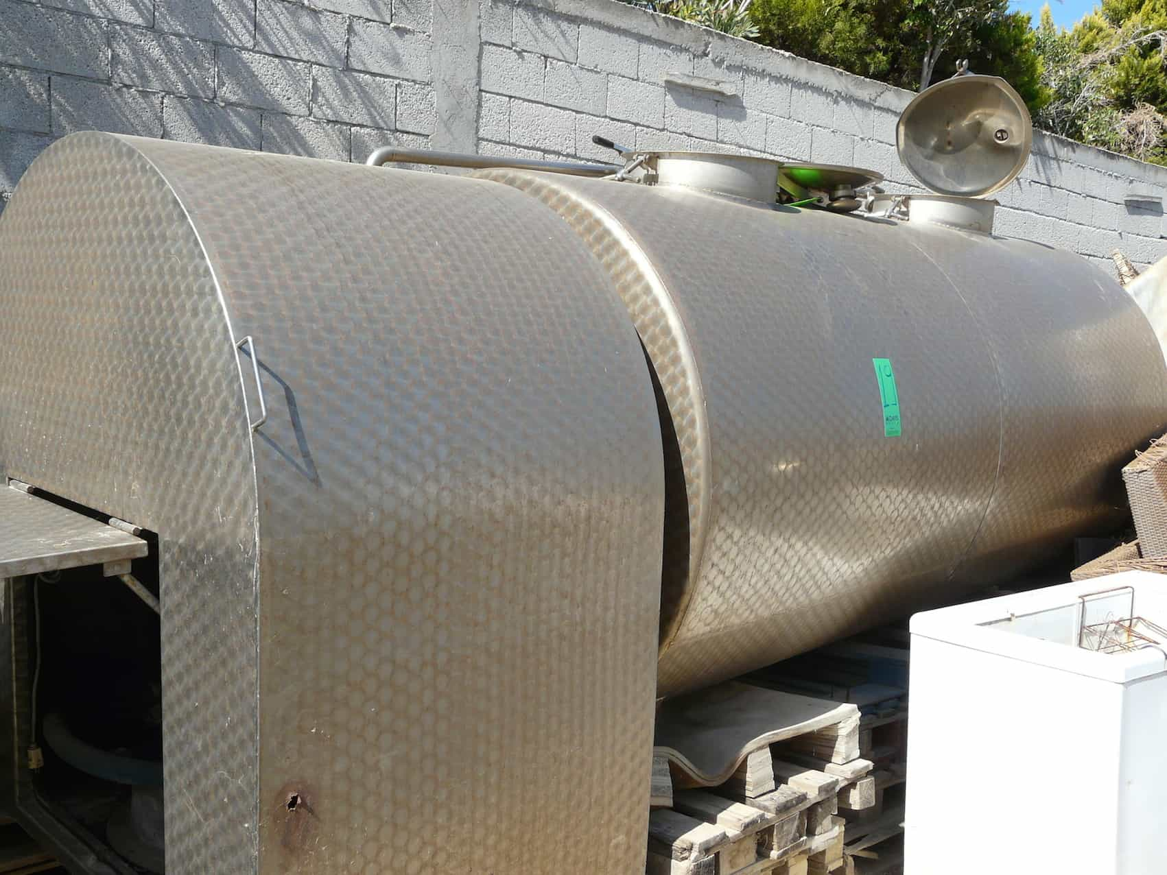 Double Jacketed Transport Tank for 3000L with Two Chambers for a total of 3000L. Transfer Pump ERMICON, Dimensions: 430x150, Y.O.M.: 2003