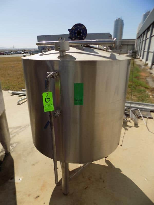 "Aprox.1,473 L / 389 Gal. S/S Double Jacketed Tank with Agitator, Sprayball and Man Hole (Tank is Cooled or Heated By The Jacket) (Tank Dimensions Aprox. 113 cm Tank Height x 132 cm Tank Dia. / 44"" H x 51"" Dia.)"