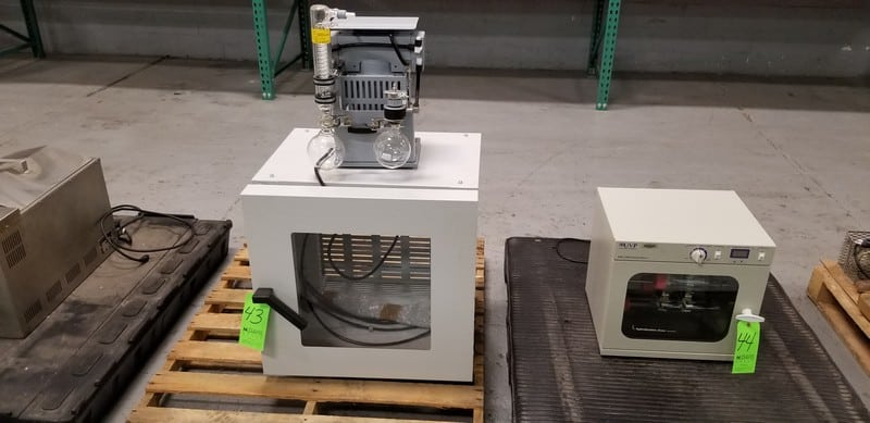 Elnor Vacuum Pump, Type BA327CMR with Berstgefahr Distillation Apparatus and Enclosure, 220 - 240 V, 3 Phase
