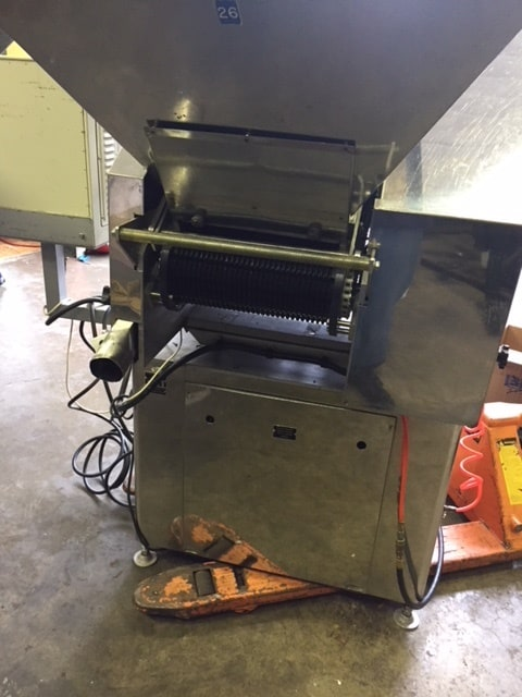 King Slat Counter Model SC6L, S/N 238. This Unit was Manufactured by King in the Late 1990's. Machine comes w/ S/S base and  is a complete Unit that  was just removed from service. This Unit has static eliminator, indexing, controls and can handle up to 100 BPM of 100 count. Electric's are 208/2300V, 3 PH 60 cycle. Machine in very good Operating Condition  Video LinK: https://youtu.be/XwwOLP94Xyo (Located in NY)(***GPIEC***)