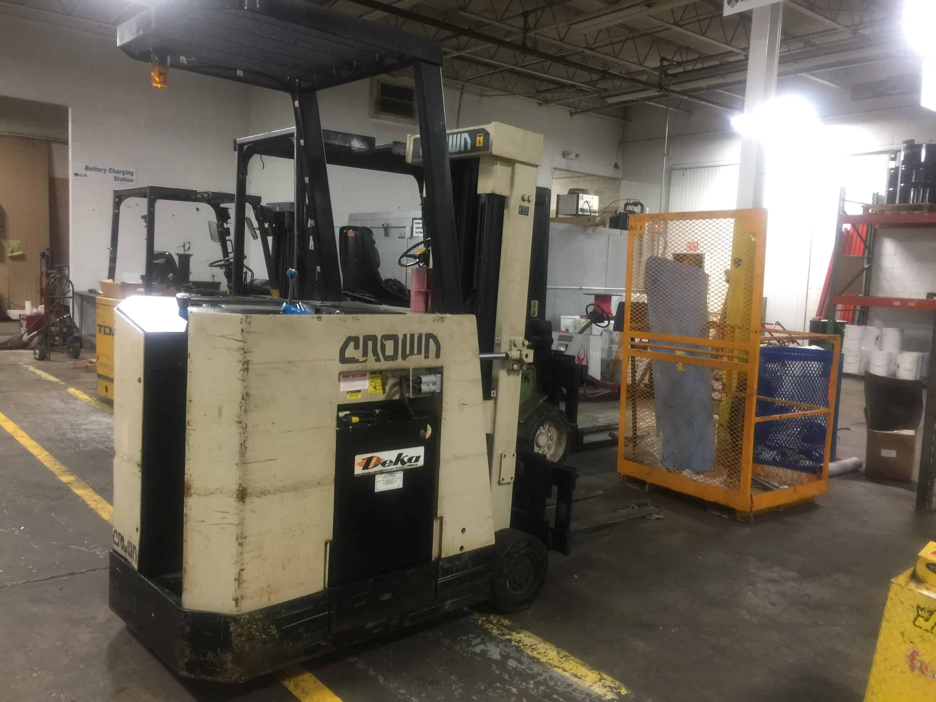 Crown Stand Up Forklift Truck Battery Operated 36V Battery (Rigging and loading fees included in the selling price) (Located in Iowa)***EUSA***