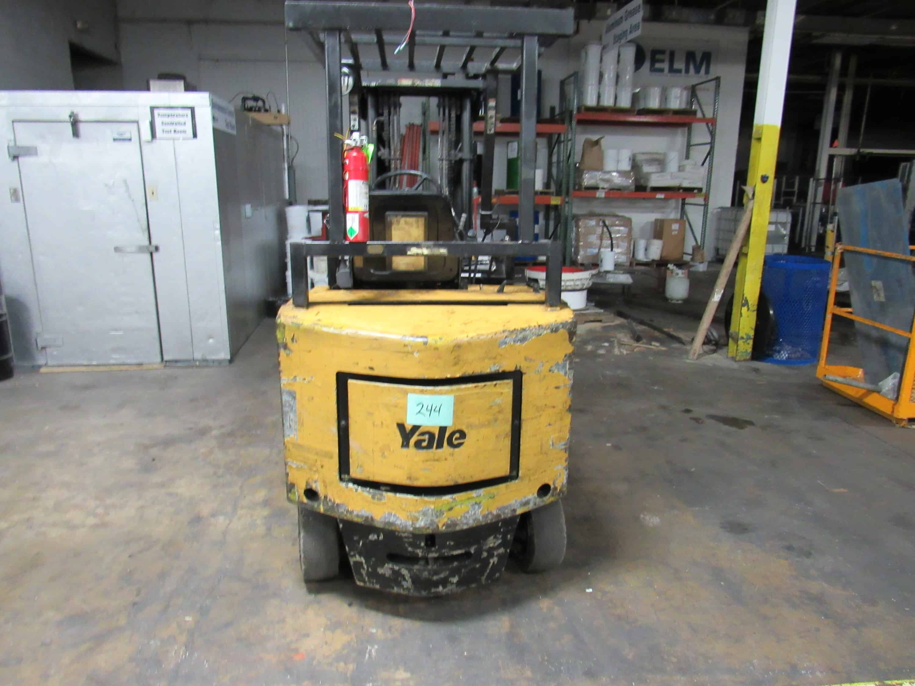 Yale Electric Sit Down Forklift truck, full control of forks, side shift forks gap and tilt control, fire extinguisher inspected through 2019. (Rigging and loading fees included in the selling price)(Located in Iowa)***EUSA***