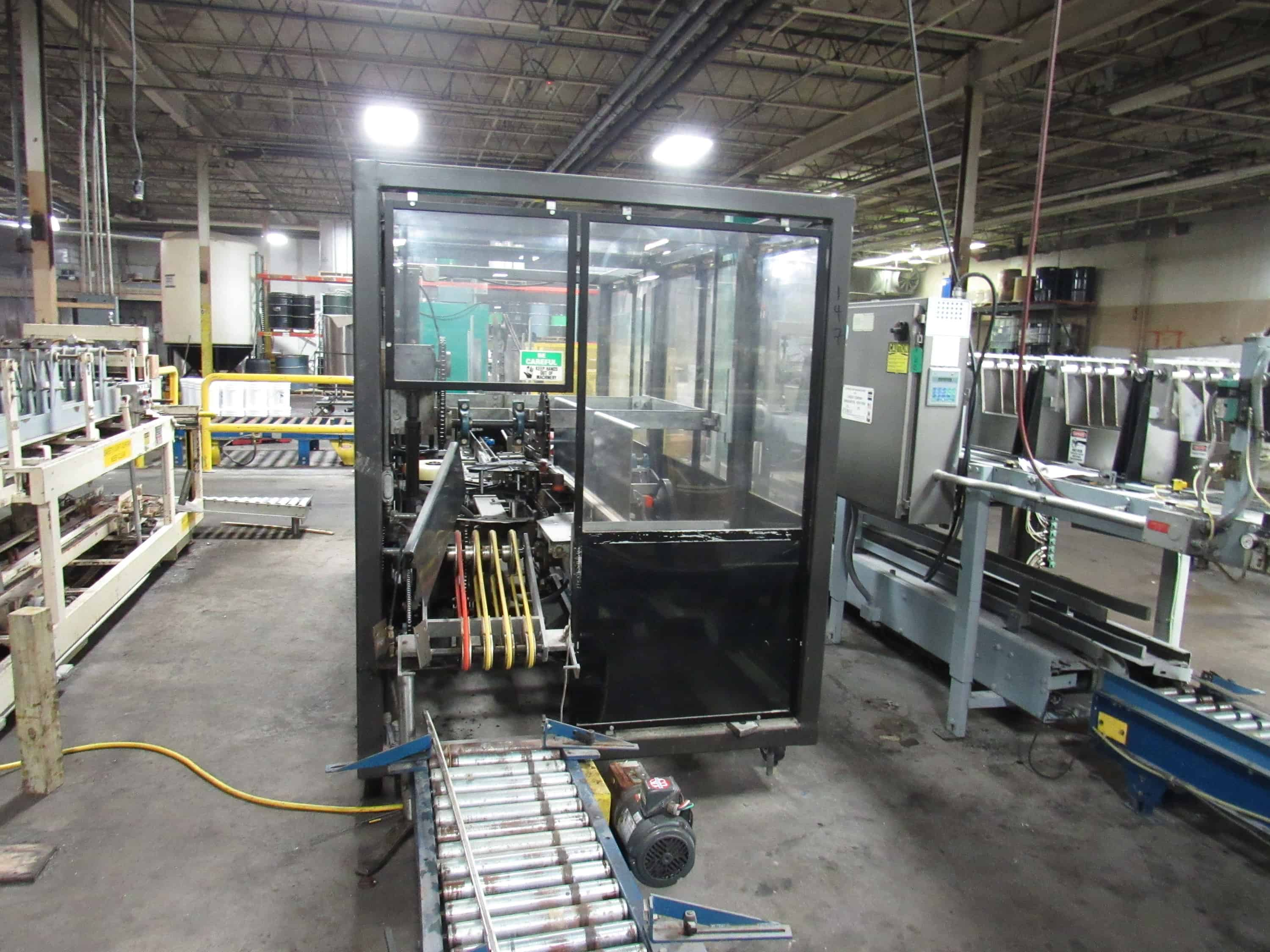 Massman Automation Case Erector, Bottom Taper model MA204. with built in air compressor and vacuum pump. Currently in operation.  -- (LOCATED IN IOWA, $200 to remove and load**EUSA***