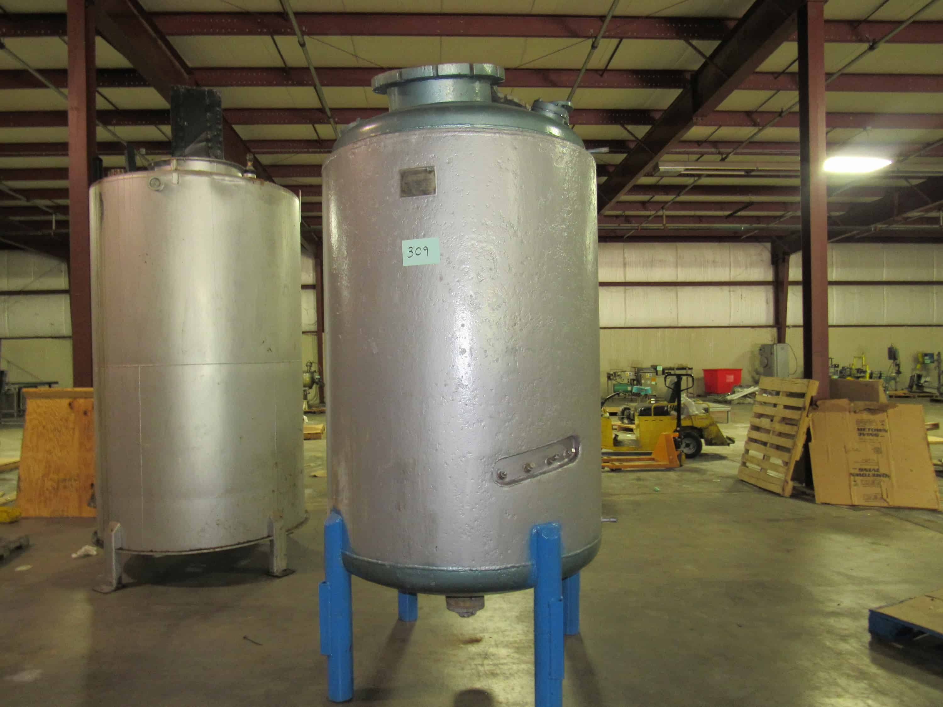 "Howard Corporation 500 Gallon Stainless Steel Reactor with mild steel jacket. Shell 50PSI work pressure, 82PSI test pressure at 600F.  Jacket 19PSI work pressure and 31 PSI test pressure at 600F. 2ft Heavy Duty manhole cover with 1"" thickness with various openings. Free removal and loading; Optional Palletizing $190. (Located in Iowa)***EUSA***"