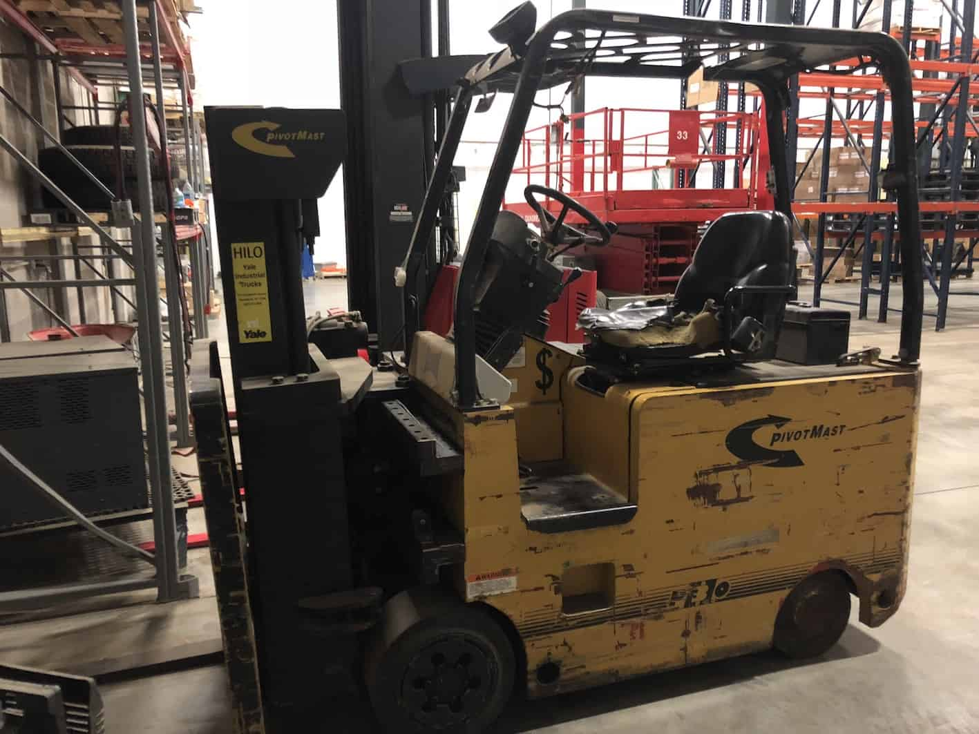 Yale Pivotmast forklift, three stage articulating mast