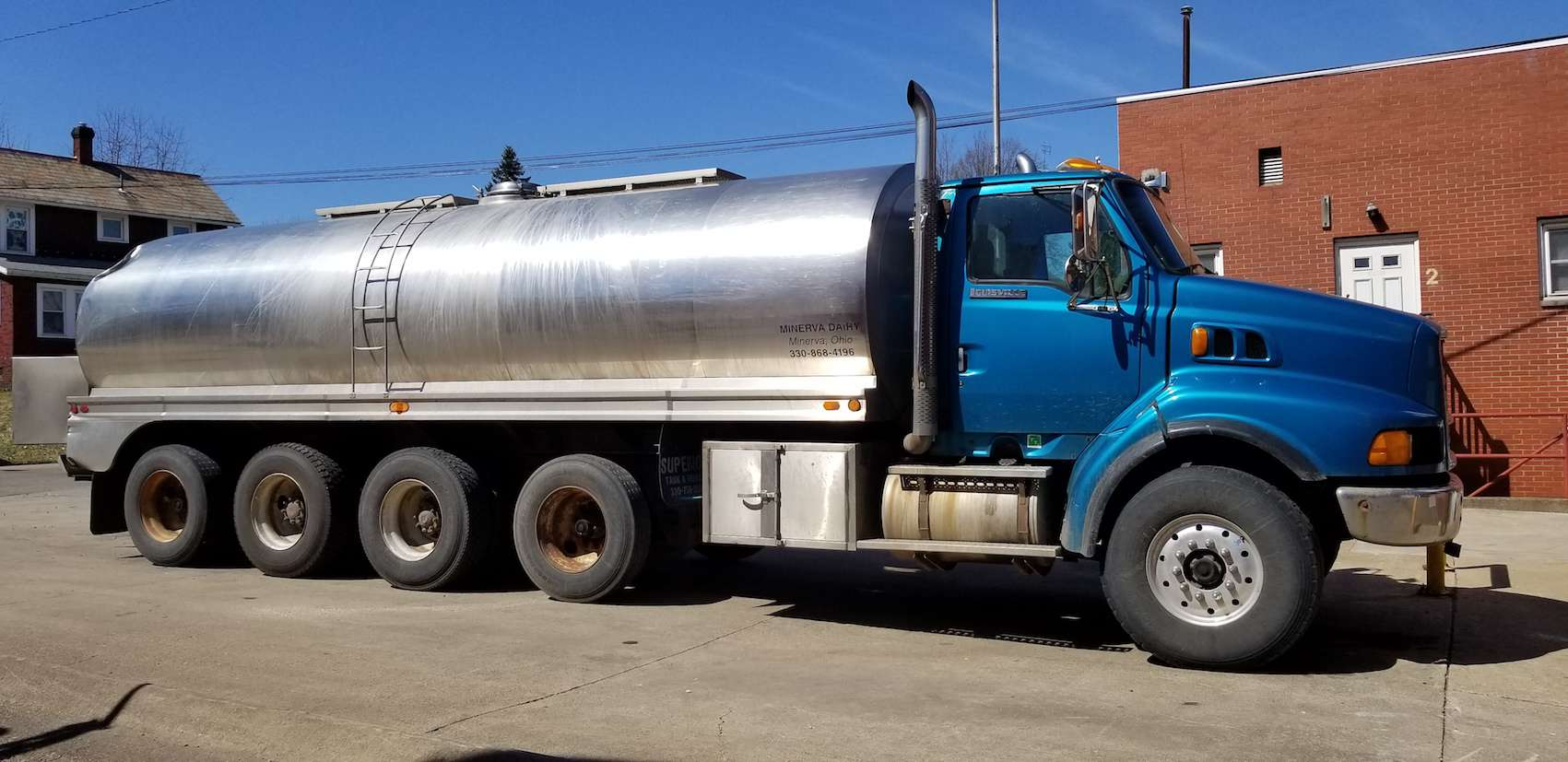 1998 Ford 4-Axle Tanker Trunk, VIN 1FDZS96M9WVA20223, with CAT C12, Diesel Engine, 8 – Speed Transmission, Air Brakes, 155,216 Metered Miles, with 1990 Walker 5,500 Gallon S/S Tanker, Model BPC-158, (Blue)