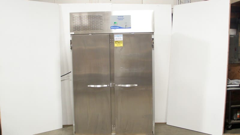 Fisher Scientific Isotemp S/S Dual Door Laboratory Freezer Cat. No. 13-986-247F, with Shelves and Casters. Unit requires 4-Prong Rounf 20amp Service (NOTE: Unit Powers On)