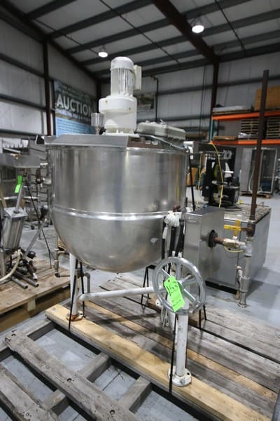 Groen 316 S/S 100 Gal. Kettle, M/N DN/TA-100SP, S/N 39798-3, Max. WP 45 PSI @ 300 F, NAT'L Board: 134956, with Tilt Frame and Pour Spout, Top Mounted Agitation Motor (Rigging & Loading Fee $200.00) (Located in Pittsburgh, PA)