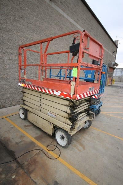 JLG Scissor Man Lift, M/N 3246E2, with Self Contained Charger