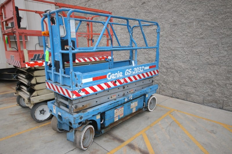 Genie Scissor Man Lift, M/N GS-2032, with Self Contained Charger