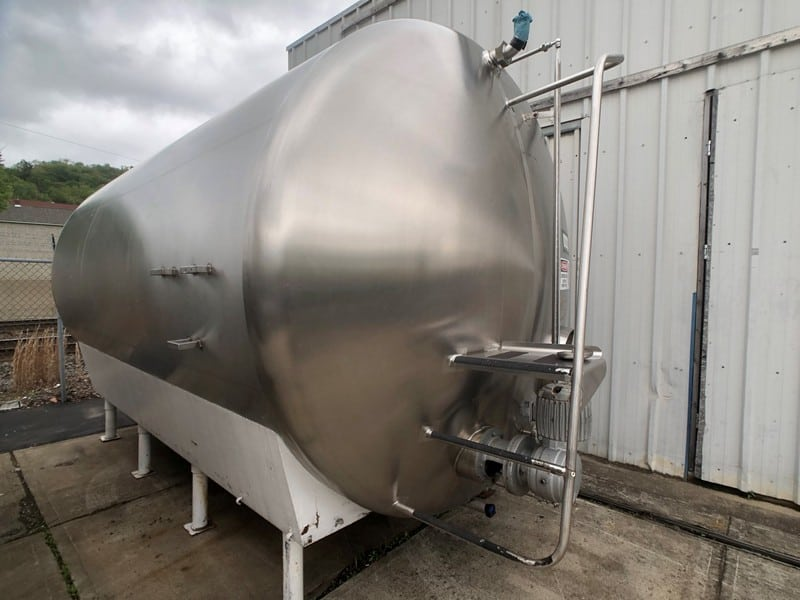 "Cherry Burrell 5,000 Gal. S/S Horizontal Single Wall Tank, M/N HC, Equipped with Horizontal Agitation, Dual CIP Spray Ball, S/S Front, Temp Probe, 8'-3"" W x 16'-6"" L x 9'-6"" T (Rigging & Loading Fee $500.00)(Located in Pittsburgh, PA)"