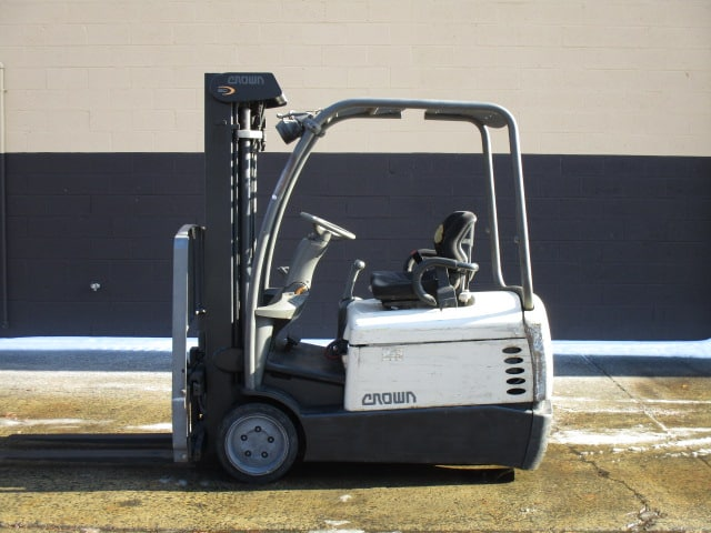 "Crown SC4040-40 3-Wheel Electric Cushion Fork Truck, Capacity: 4000 lbs., YOM: 2004, Mast: 83"" lowered/190"" maximum fork height Full Free Triple, 36 Volt, Forks: 42"", Tires: Cushion. EQUIPPED WITH: Side shifter, Electronic dash display, tilt steering column, work lights, strobe, back up alarm, load back rest, 60% drive / 40 % steer tires, 2922 hours. CAPACITY INFO: 3700 lbs at 172 inches and 3650 at max lift height. SPECS: 54.7 inch wheel base, 62.7 outside turning radius, 77.2 inch length, 42.3 inch width. BATTERY: Enersys E8519, Serial # RFJ458374. 36 Volt. ***Battery is weak and does not hold a charge well*** (Located in Warminster, PA)"