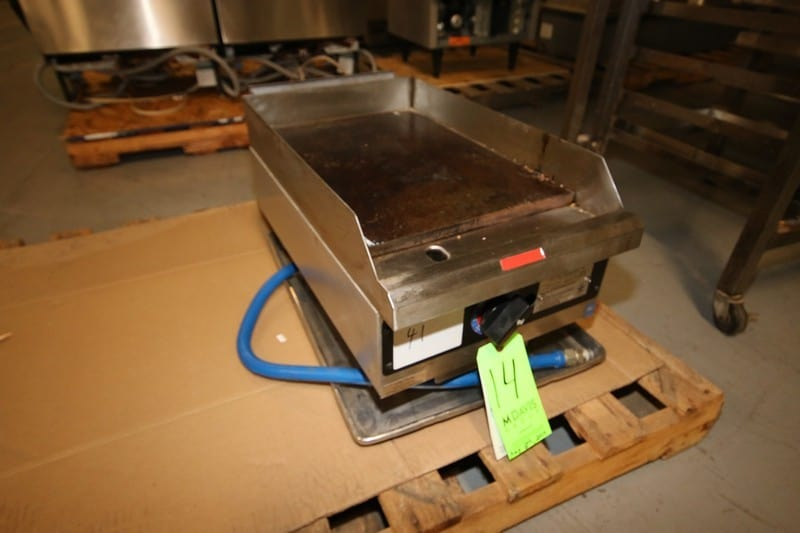 "Star 20"" L x 15"" W Nat. Gas Counter Top S/S Griddle, Model 615-TA, SN 61502928, 20,000 btu per hr (Located at the MDG Auction Showroom in Pittsburgh, PA)(Rigging, Handling & Site Management Fee $100.00)"